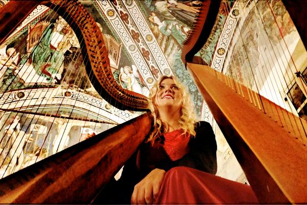 Viaggio nel rapporto tra la musica e le altre espressioni artistiche   attraverso suoni e immagini di e con SARA TERZANO, Arpista e Architetto