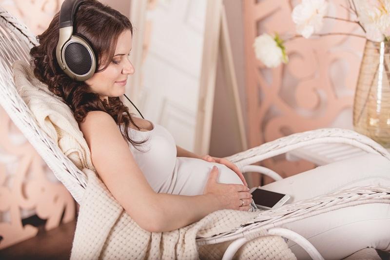 Fin dalla nascita i piccoli sanno riconoscere i battiti musicali in ricordo del battito del cuore della mamma