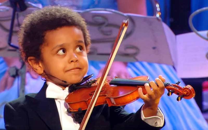 Violinisti strepitosi a soli 3 anni, Beethoven in chiave rock o utilizzo improbabile di strumenti: ciò che vedrete in questi video vi  lascerà senza parole