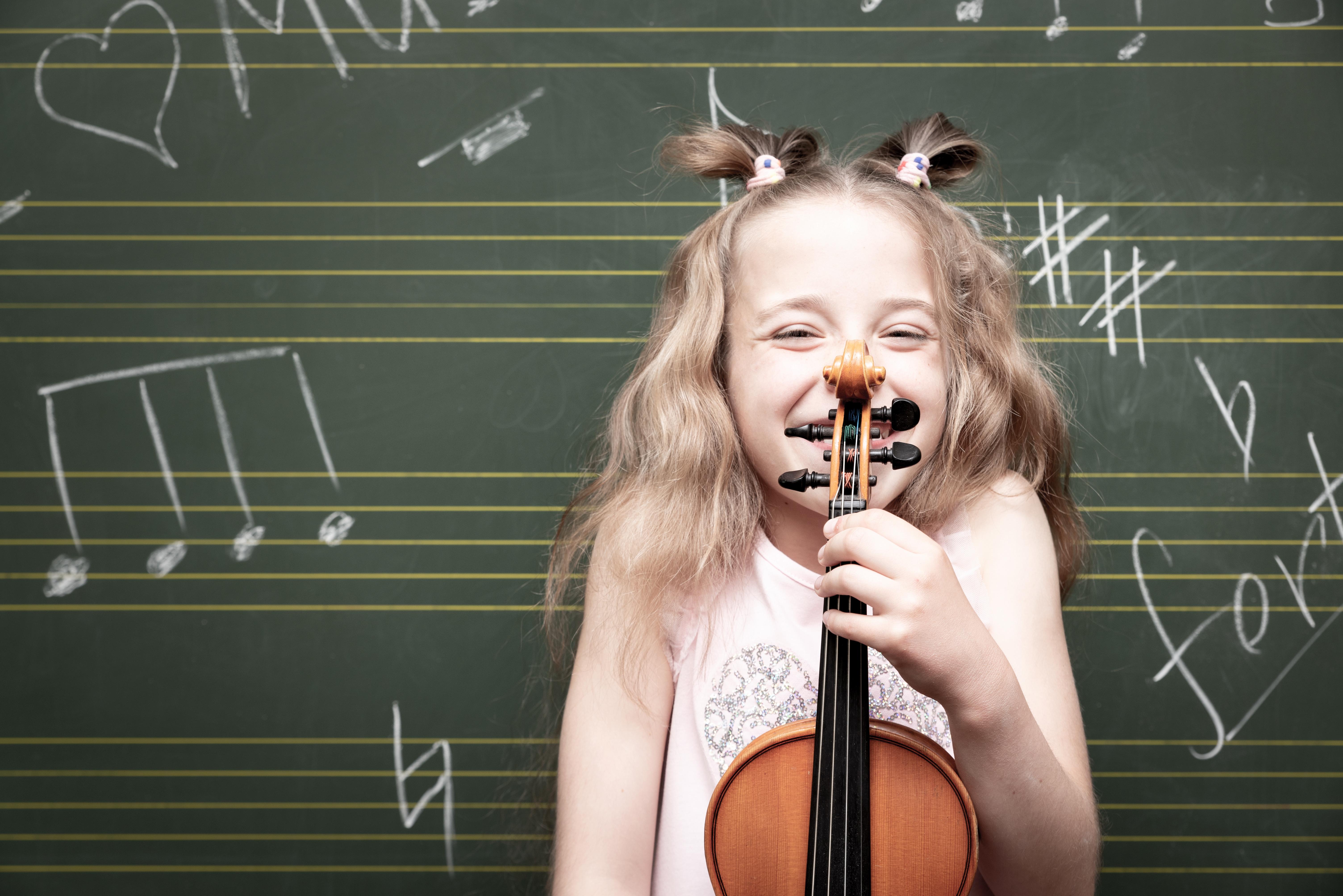 Ecco come lo studio della musica migliora lo sviluppo e la crescita dei più piccoli